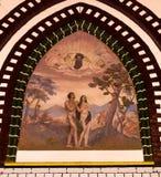 Eine Malerei von Adam und von Eve im Garten Eden in einer Kirche oder Lizenzfreie Stockbilder