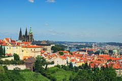 Eine malerische Ansicht zum St. Vitus Cathedral, Hradcany und der die Moldau-Fluss Sonniger Tag des Sommers Ansicht des Hauptprag Stockfotos