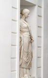 Eine Marmorstatue einer Frau Stockbild