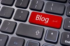 Blogkonzepte, Mitteilung auf Tastatur Stockfoto