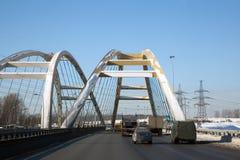 Eine moderne Datenbahnbrücke Stockbild
