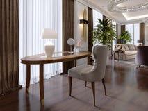 Stuhl Und Couchtisch Mit Zwei Klassikern Mit Einer Lampe Im
