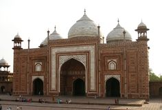 Eine Moschee (masjid) nahe bei Taj Mahal, Agra, Indien lizenzfreies stockfoto