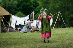 Kind der Ära 1800's am Spiel Lizenzfreie Stockfotos
