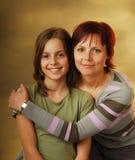 Eine Mutter mit ihrer Tochter lizenzfreie stockfotografie