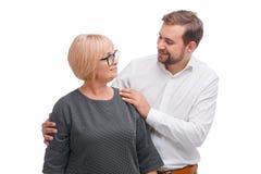 Eine Mutter und ihr gewachsener erwachsener Sohn lizenzfreie stockbilder