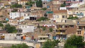 Eine Nachbarschaft auf einem Hügel stock footage