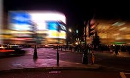Eine Nachtansicht des Piccadilly Zirkuses in London Stockfotografie
