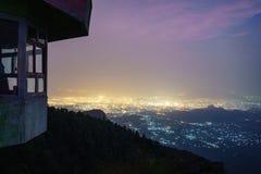 Eine Nachtansicht von Dame ` s Seat, Yercaud Lizenzfreie Stockfotografie