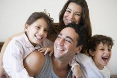 Eine nahöstliche Familie lizenzfreies stockbild