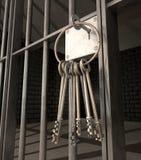 Gefängnis-Zelle mit offener Tür und Schlüsselbund Stockfotografie