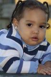Eine Nahaufnahme eines Kleinkindmädchens Lizenzfreie Stockfotos