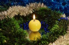 Eine nahe Ansicht einer Kerze. Lizenzfreies Stockbild