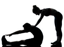 Eine Paarmannfrau, die Trainingseignung ausübt Stockbilder