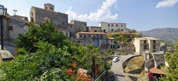 Eine Panoramaansicht von Gebäuden im alten Bergdorf Savoca in Sizilien, Italien Stockfotografie