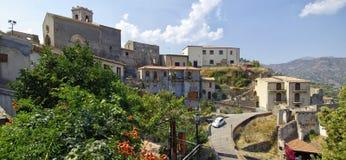 Eine Panoramaansicht von Gebäuden im alten Bergdorf Savoca in Sizilien, Italien Lizenzfreie Stockbilder