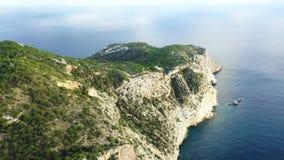 Eine Panoramasicht des Westkaps von Ibiza-Insel während des Sonnenuntergangs Die Balearischen Inseln im Mittelmeer stock footage
