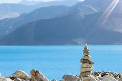 Eine Perspektive geschossen von den Kieselsteinen lizenzfreies stockfoto