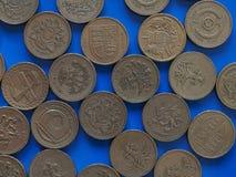 Eine Pfund GBP-Münze, Vereinigtes Königreich Großbritannien über Blau Lizenzfreies Stockfoto
