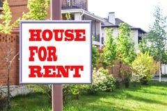 Eine Plakatwerbung der Verkauf von Immobilien Lizenzfreies Stockbild