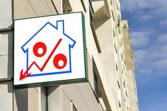 Eine Plakatwerbung der Verkauf von Immobilien Stockbilder