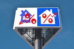 Eine Plakatwerbung der Verkauf von Immobilien Stockfotos