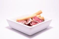 Eine Platte der spanischen Wurst stockfoto