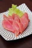 Eine Platte des rohen Thunfischs Lizenzfreie Stockbilder