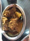 Eine Platte des würzigen Hammelfleischcurrys kochte in der indischen Art stockfoto