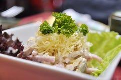 Eine Platte mit Salat Stockbilder