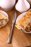 Eine Platte von Frühstück Burritos mit Salsa Stockfotografie