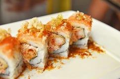 Eine Platte von Sushi stockfotos