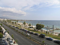 Eine Prachtstraße nahe bei dem Meer in Athen, Stockbild