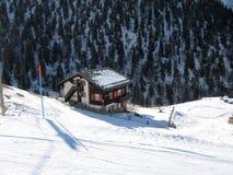 Eine Protokollkabine in den Alpen Lizenzfreies Stockfoto