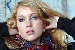Eine recht junge blonde Frau Lizenzfreies Stockbild