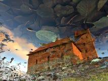 Eine Reflexion eines mittelalterlichen Schlosses im Wasser Stockbild