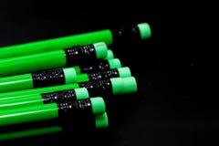 Eine Reihe des grünen Bleistifts Lizenzfreie Stockbilder