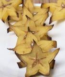 Eine Reihe von Carambolaläppchen Stockbild