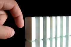 Eine Reihe von Dominos Stockbild