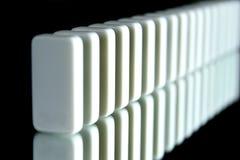 Eine Reihe von Dominos Stockfoto