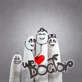Eine reizende Familienhand gezeichnet und Finger, Doktor und n Stockfotos