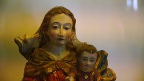 Eine religiöse Statue stock video