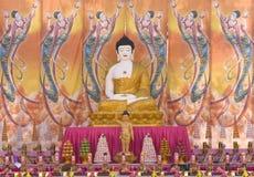 Eine riesige Statue von Buddha Stockbilder