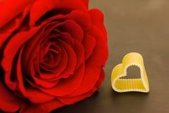 Eine Rose und ein Herz Stockbilder