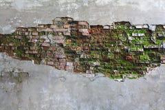 Eine rote alte Ziegelsteinmaurerarbeit Stockbilder