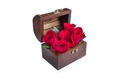 Eine rote Rose im Kasten Lizenzfreies Stockfoto