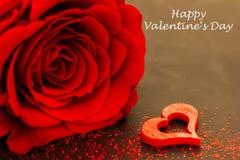 Eine rote Rose und ein Herz Lizenzfreies Stockbild