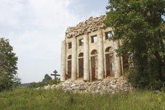 Eine ruinierte Kirche Stockfoto