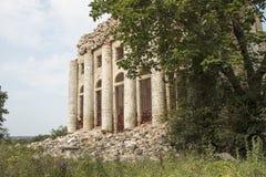 Eine ruinierte Kirche Stockbild