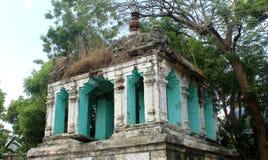 Eine ruinierte Tempelhalle im thiruvarur lizenzfreie stockfotos
